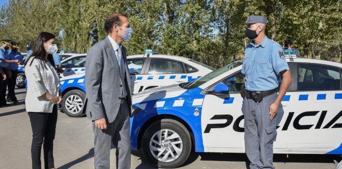 Gutiérrez entrega vehiculos a la policia 2